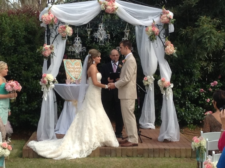 Outdoor Wedding Ceremony Wedding Cakes and Sweets thompsonhouseandgardens.com